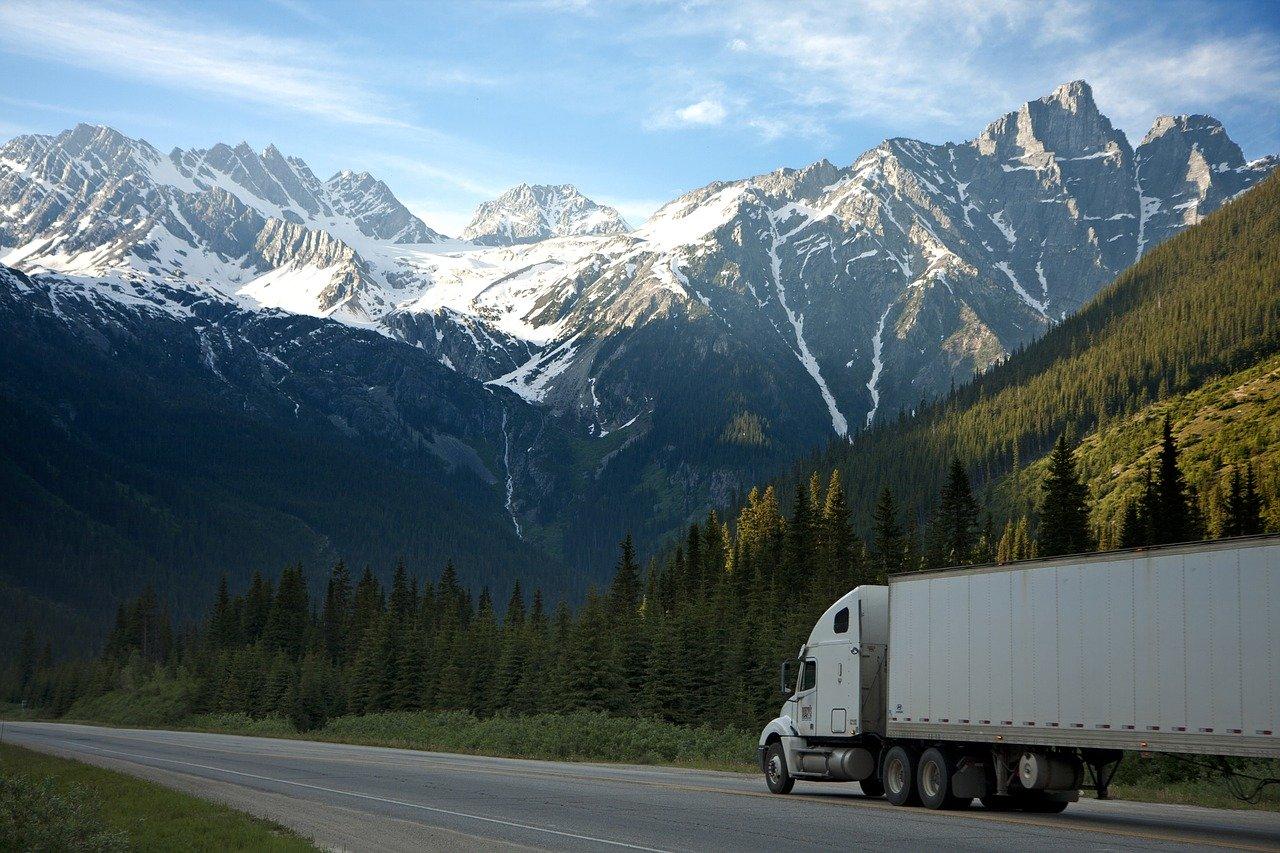 truck-freight-transportation-2677373